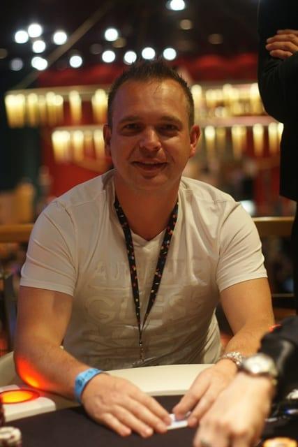 http://www.pokercity.nl/uploads/lrFoto/DSC02428.JPG