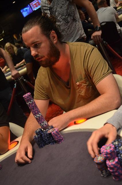 http://www.pokercity.nl/uploads/lrFoto/event1019/DSC_0718.JPG