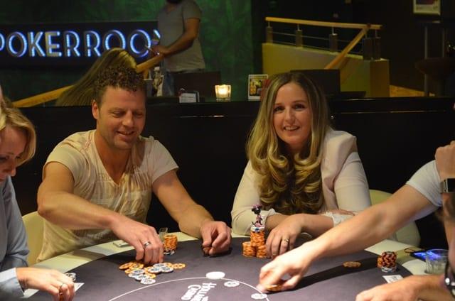 http://www.pokercity.nl/uploads/lrFoto/event1020/DSC_0755.JPG