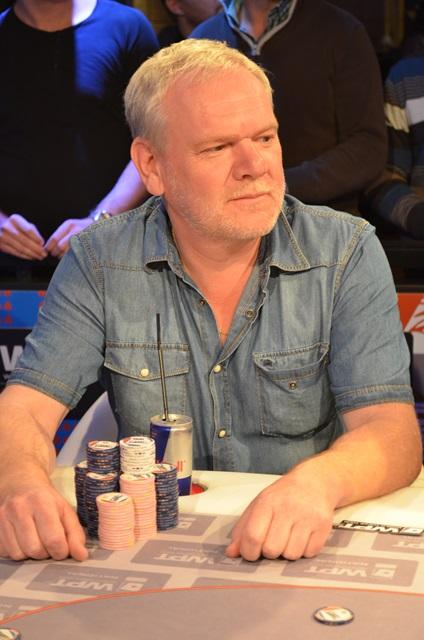 http://www.pokercity.nl/uploads/lrFoto/event1030/DSC_0175.JPG