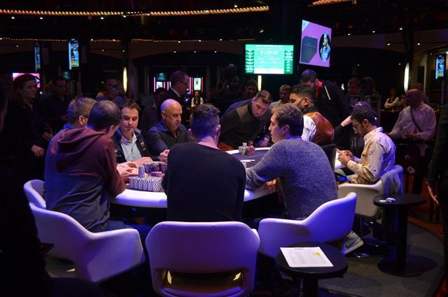 http://www.pokercity.nl/uploads/lrFoto/event1042/DSC_0187.JPG
