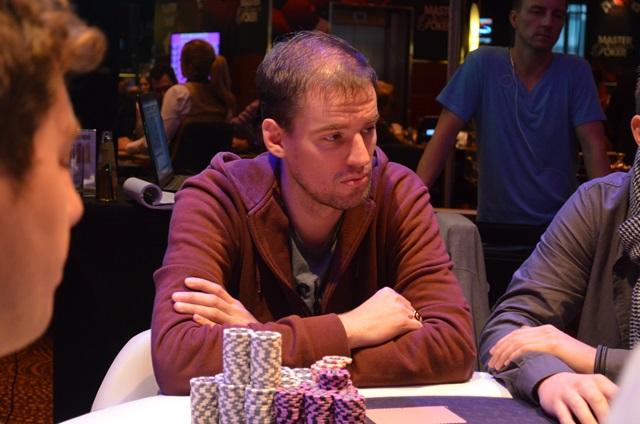 http://www.pokercity.nl/uploads/lrFoto/event1042/DSC_0193.JPG