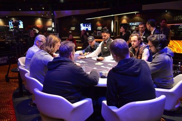 http://www.pokercity.nl/uploads/lrFoto/event1045/DSC_0281.JPG