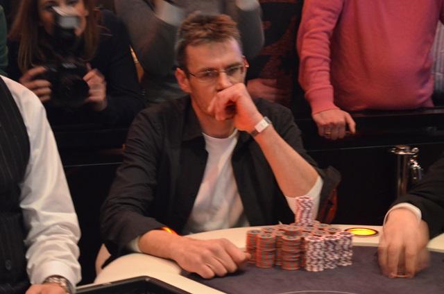http://www.pokercity.nl/uploads/lrFoto/event1053/DSC_0003.JPG