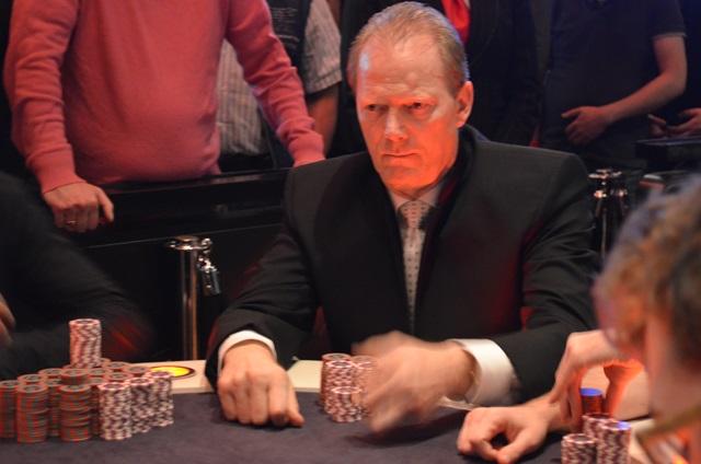 http://www.pokercity.nl/uploads/lrFoto/event1053/DSC_0004.JPG
