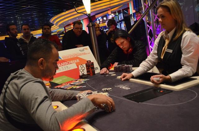 http://www.pokercity.nl/uploads/lrFoto/event1217/DSC_0104.JPG