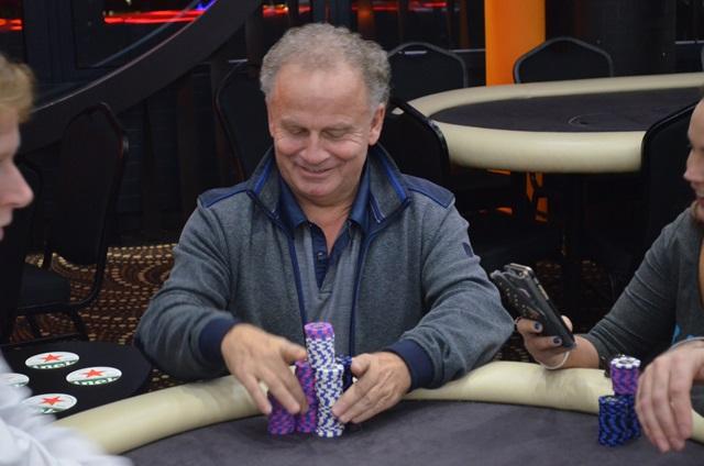 http://www.pokercity.nl/uploads/lrFoto/event1243/DSC_0236.JPG