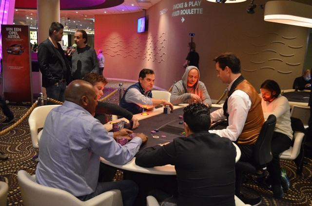 http://www.pokercity.nl/uploads/lrFoto/event1243/DSC_0293.JPG