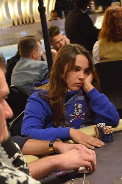 http://www.pokercity.nl/uploads/lrFoto/event1248/DSC_0031.JPG