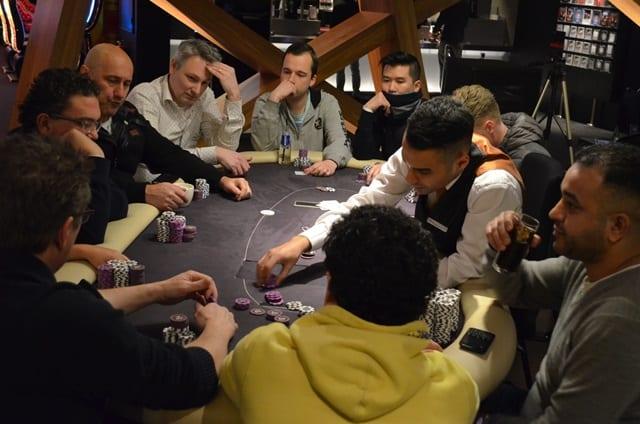 http://www.pokercity.nl/uploads/lrFoto/event1248/DSC_0094.JPG