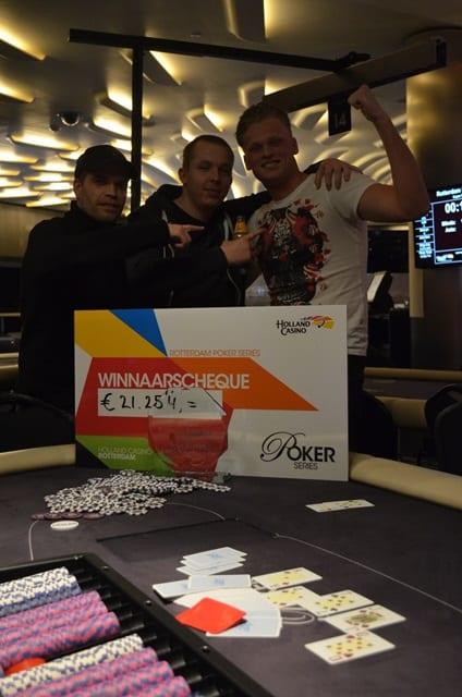 http://www.pokercity.nl/uploads/lrFoto/event1248/DSC_0139.JPG