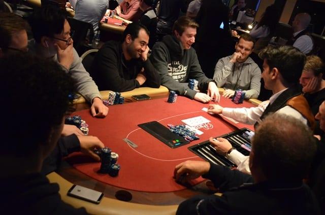 http://www.pokercity.nl/uploads/lrFoto/event1275/DSC_0089.JPG