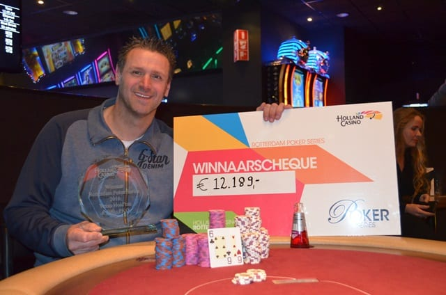http://www.pokercity.nl/uploads/lrFoto/event1276/DSC_0272.JPG