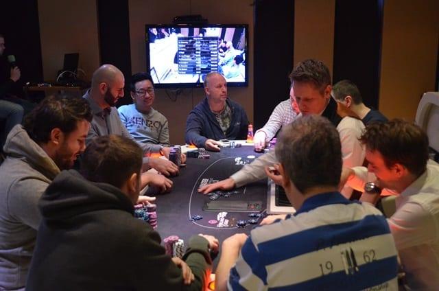 http://www.pokercity.nl/uploads/lrFoto/event1278/DSC_0002.JPG