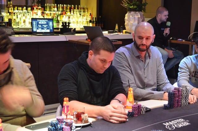 http://www.pokercity.nl/uploads/lrFoto/event1278/DSC_0005.JPG
