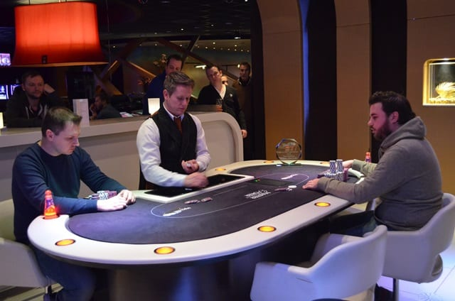 http://www.pokercity.nl/uploads/lrFoto/event1278/DSC_0031.JPG