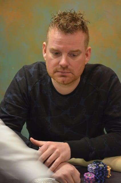 http://www.pokercity.nl/uploads/lrFoto/event1278/DSC_0315.JPG