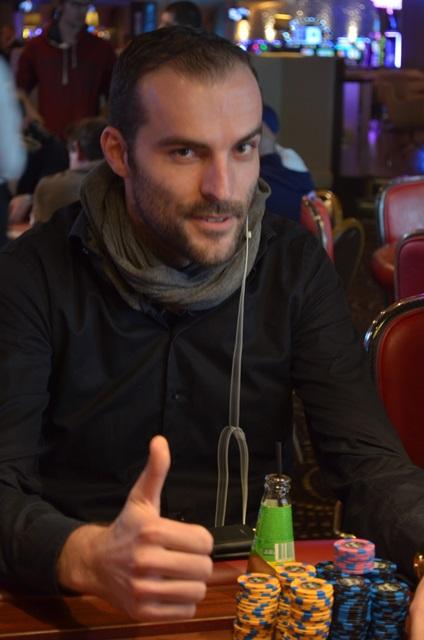 http://www.pokercity.nl/uploads/lrFoto/event1288/DSC_0073.JPG