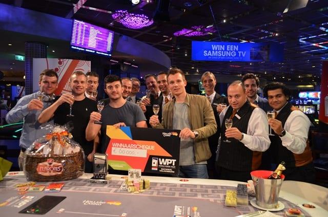 http://www.pokercity.nl/uploads/lrFoto/event1342/DSC_0638.JPG