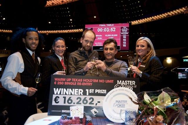 http://www.pokercity.nl/uploads/lrFoto/event1377/karswinnaar250warmup.jpg