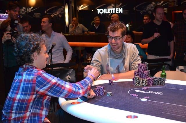 http://www.pokercity.nl/uploads/lrFoto/event1378/DSC_0240.JPG