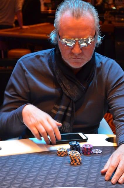 http://www.pokercity.nl/uploads/lrFoto/event1381/DSC_0296.JPG