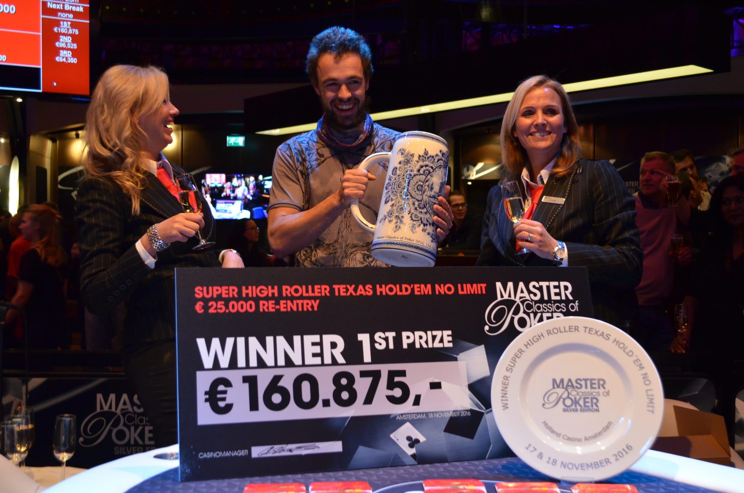 http://www.pokercity.nl/uploads/lrFoto/event1381/DSC_0396.JPG