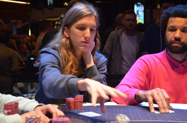 http://www.pokercity.nl/uploads/lrFoto/event1392/DSC_0210.JPG