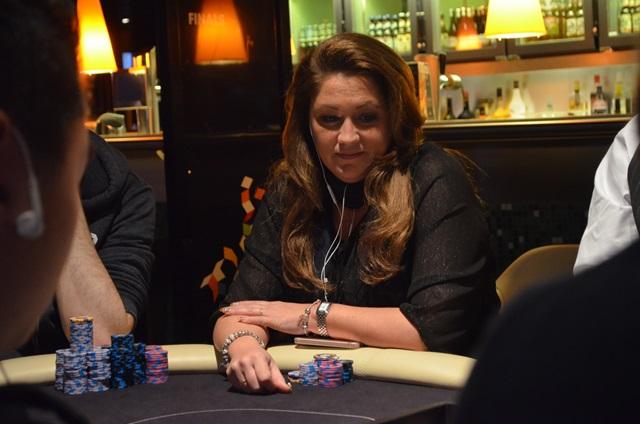 http://www.pokercity.nl/uploads/lrFoto/event1432/DSC_0327.JPG