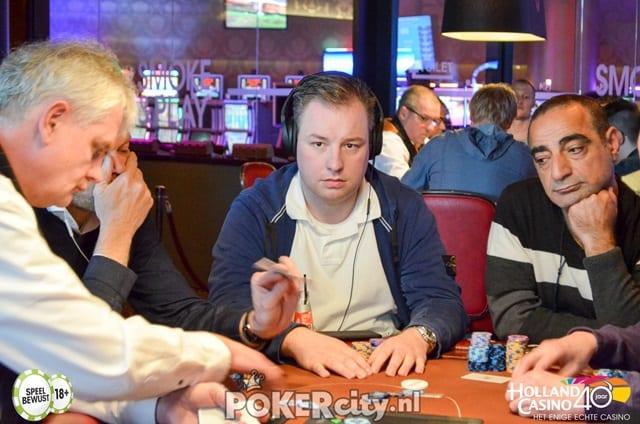 http://www.pokercity.nl/uploads/lrFoto/event1456/DSC_0432.jpg