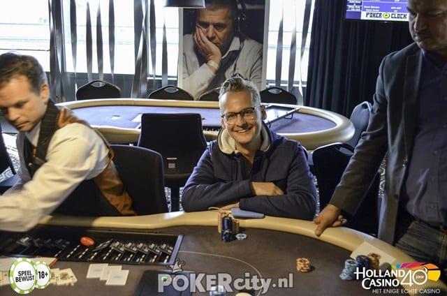 http://www.pokercity.nl/uploads/lrFoto/event1488/DSC_0048-2.jpg