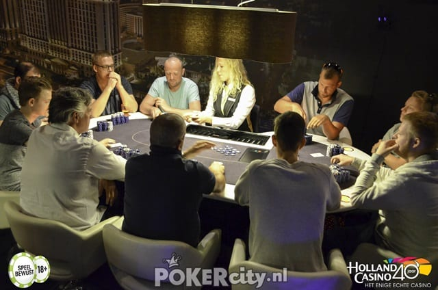 http://www.pokercity.nl/uploads/lrFoto/event1493/DSC_0077-2-2.jpg