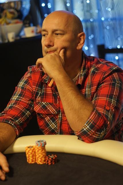 http://www.pokercity.nl/uploads/lrFoto/event559/DSC08951.JPG