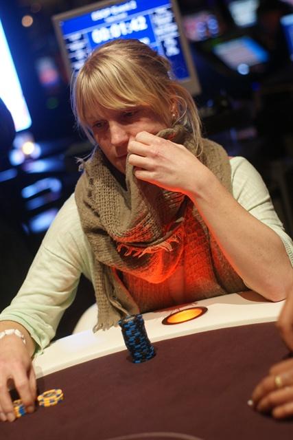 http://www.pokercity.nl/uploads/lrFoto/event668/DSC02221.JPG