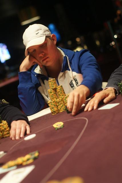 http://www.pokercity.nl/uploads/lrFoto/event671/DSC02372.JPG