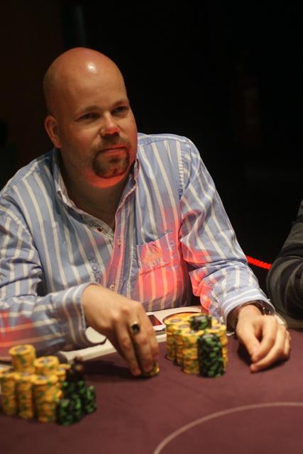 http://www.pokercity.nl/uploads/lrFoto/event671/DSC02380.JPG