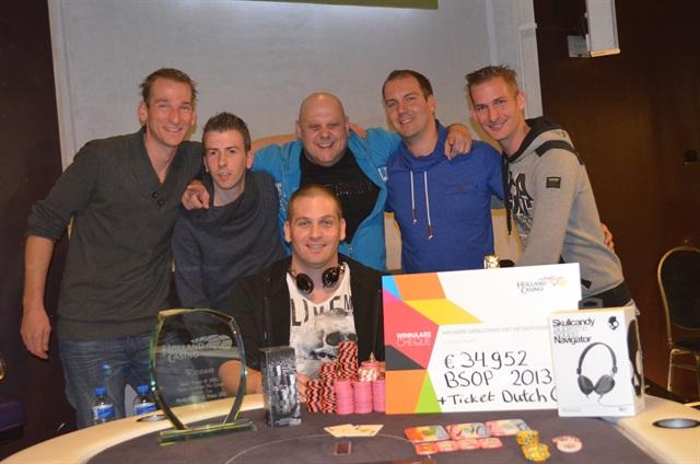 http://www.pokercity.nl/uploads/lrFoto/event686/DSC_0451.JPG