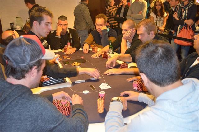 http://www.pokercity.nl/uploads/lrFoto/event686/DSC_0563.JPG