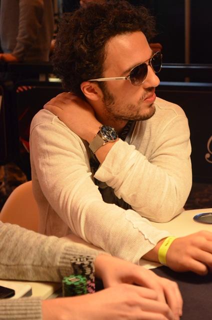 http://www.pokercity.nl/uploads/lrFoto/event763/DSC_0425.JPG