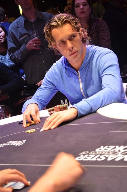 http://www.pokercity.nl/uploads/lrFoto/event767/DSC_0393.JPG