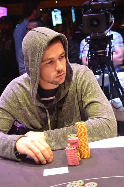 http://www.pokercity.nl/uploads/lrFoto/event767/DSC_0402.JPG