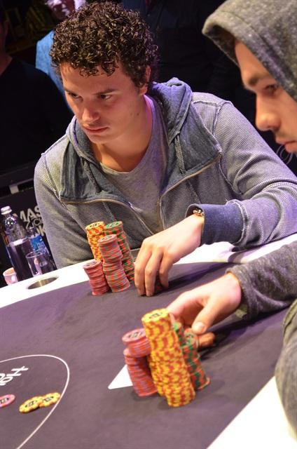 http://www.pokercity.nl/uploads/lrFoto/event767/DSC_0408.JPG