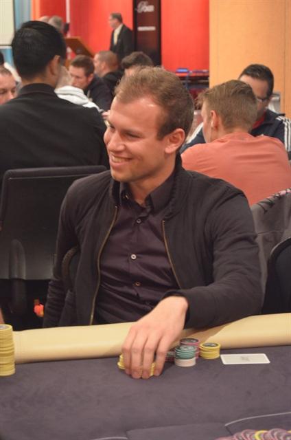 http://www.pokercity.nl/uploads/lrFoto/event798/DSC_9369.JPG