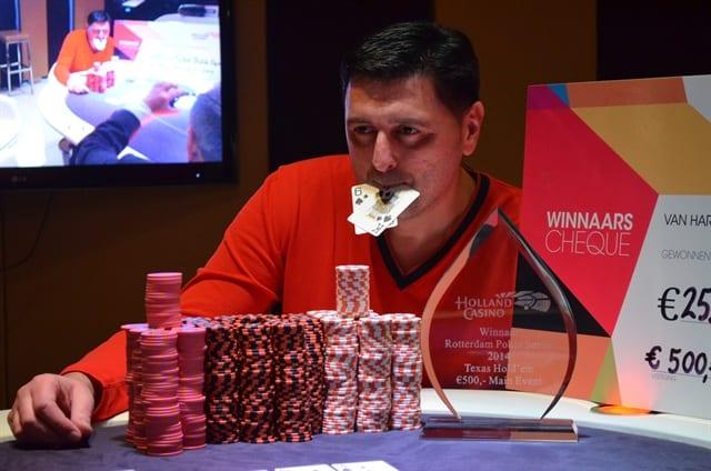 http://www.pokercity.nl/uploads/lrFoto/event804/DSC_9608.JPG