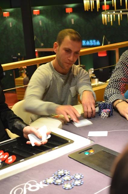 http://www.pokercity.nl/uploads/lrFoto/event818/DSC_0094.JPG