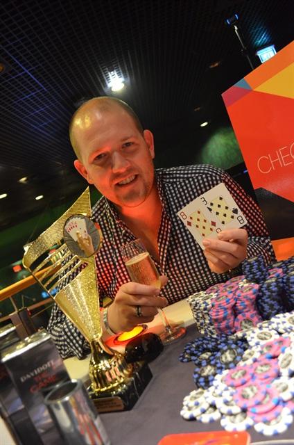 http://www.pokercity.nl/uploads/lrFoto/event818/DSC_0107.JPG