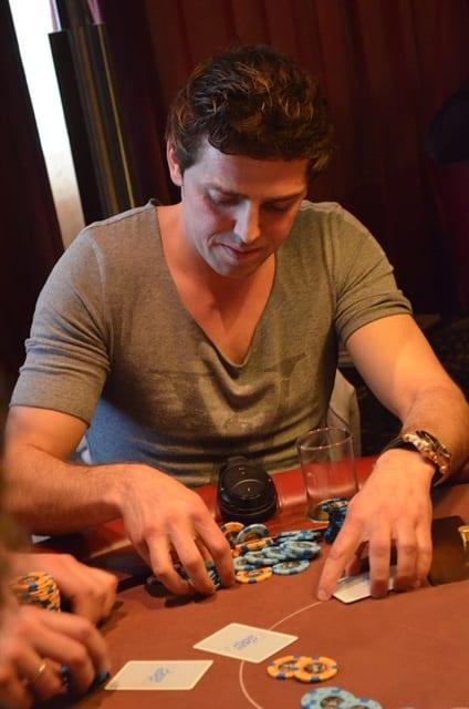 http://www.pokercity.nl/uploads/lrFoto/event819/DSC_0002.JPG