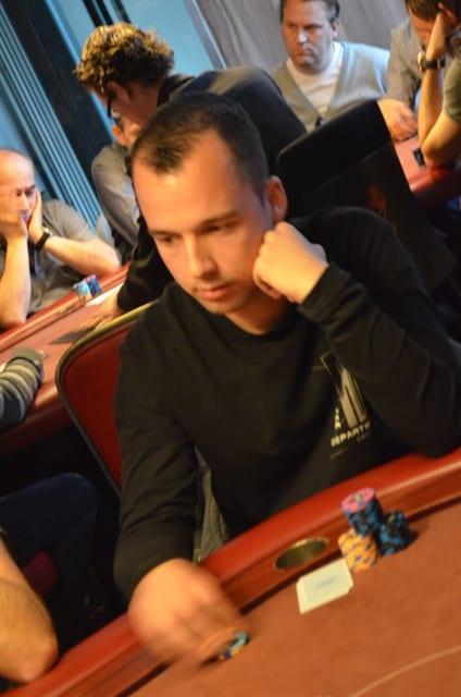 http://www.pokercity.nl/uploads/lrFoto/event819/DSC_0006.JPG