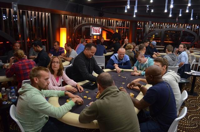 http://www.pokercity.nl/uploads/lrFoto/event907/DSC_0511.JPG