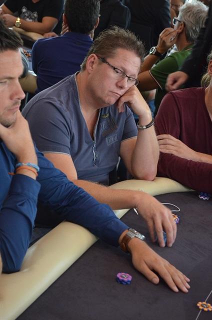 http://www.pokercity.nl/uploads/lrFoto/event909/DSC_0083.JPG